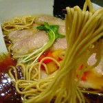 SOBA DINING QUATTRO(ソバダイニング クワトロ) - 麺は細麺ストレートです