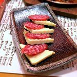 鍛冶屋 文蔵 - チーズとサラミ¥380 2017.10.24