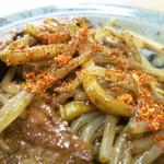 浪江焼麺太国アンテナショップ - 一味唐辛子でスパイシーに味変