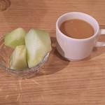 77816821 - デザートのハネギューメロンとホットコーヒー