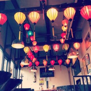 亞細亞食堂サイゴン - ベトナム世界都市「ホイアン」を思わせる、インスタ映えする店内!