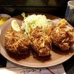三友 - 通称「手榴弾」と呼ばれているジャンボ牡蠣フライ