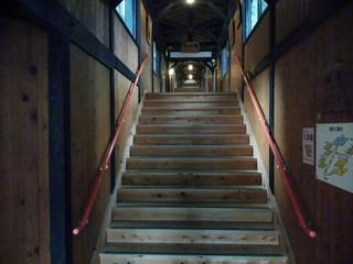 みらくる亭 - 大浴場までの階段①
