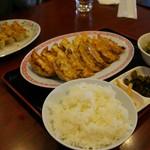 宇都宮餃子館 - 12種食べくらべランチ