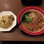 万世麺店 - 排骨拉麺と炒飯