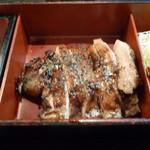 酉文 - 炭焼き鶏もも肉