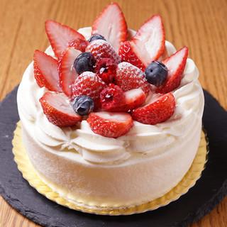 記念日はデザートプレートやホールケーキでお祝い♪