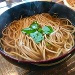 Sobadosanjin - かけ蕎麦    コシもある、スッキリ出汁のお蕎麦。これは美味しい(*^o^*)