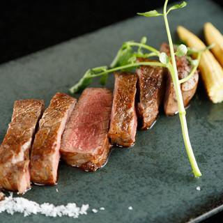 【国産牛ステーキ】厳選された赤身肉を目の前で焼き上げます!