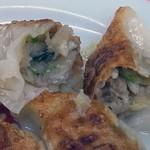 亀戸餃子 - 具は野菜中心