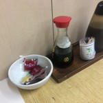 はってん食堂 - 納豆のタレはテーブルにありますよっっーーー