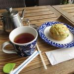 ブルーカフェ石垣島 - ダージリンティーと枝豆とチーズのパン