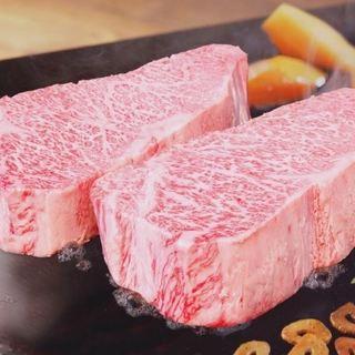 500gオーバー!!超極厚近江牛のステーキ。
