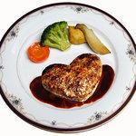 はじめ - ハート型ハンバーグステーキ