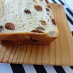 77843264 - オーガニックレーズン食パン