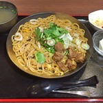 Rishoutanshousaikan - 炒めビーフン(大盛り) + 牛筋(セットのミニライスは後でもらいました。)