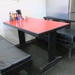 イマイ帝国 - テーブル席の様子