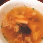 煌・中国料理 - スープは乾燥豆腐、ベーコンなど具沢山(^^)