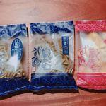 武蔵匠庵 - 左から、きんぴらゴボウ、ソバ、芋チップ。これ以外は撮影前にもう食べちゃった!