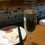 PIZZERIA&串BAR くま食堂 - スパークリングワイン