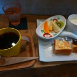 ポンズ カフェ - 料理写真:ブレンドコーヒーとモーニングサービス