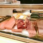 梅丘寿司の美登利 - カウンターケース