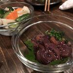 サ・カ・バ 真魚板 - ホタルイカの沖漬け650円と野菜の漬けもん380円(ともに税抜)