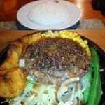 おとなのヒッコリー - 料理写真:粗挽きハンバーグとライス