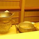 木山 - 目の前で出汁を取る