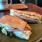 ザ サード カフェ - ホットサンド:フライドエッグ&ハム 焼きたてのパンがバリバリとして美味しい