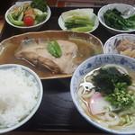77858112 - 煮魚定食(かれい)