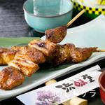 浜味屋 - 甘しょっぱいタレがカマトロ肉に絡んで、絶妙な味わい『鮪の串焼き』