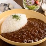 マーブル カフェ - 自家ブレンドのスパイスと赤ワインの深いコク『富士山 岡山牛の自家製ビーフカレー』 ランチセット