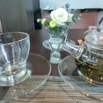 星期菜 - 冷頂烏龍茶(800円)お湯を足してくれるので3杯飲める