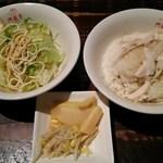 青龍門 - 鶏肉飯等