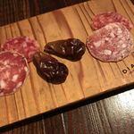DIALOGUE - お通し、自家製サラミと干し葡萄。