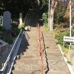 鷹山 - 【'17.12】根岸白滝不動尊へは結構急な階段を駆け上がるのだ!!