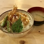 恵美須商店 澄川店 - 海鮮天丼、734円です。