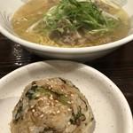 赤兵衛 - 牛テールラーメンと野沢菜のおにぎり
