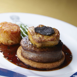 至高の一皿「牛フィレ肉とフォワグラのポワレロッシーニ風」