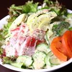 里 - アボカドとマグロのサラダ