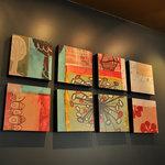 スターバックス・コーヒー - 2階席奥の壁にかかっているアート