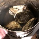 三枚目 助五郎 - 牡蠣の酒蒸し