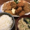 さんきち - 料理写真:日替り ¥930- 盛合せサラダ ローズ生姜焼き ひとくちチキンかつ 野菜コロッケ 魚フライ