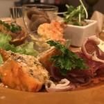 Cache-Cache - タパスとお惣菜盛り合わせ