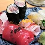 鮨ななお - 本まぐろ、ひらめ、天然ぶり、金目鯛、こはだの5種盛り