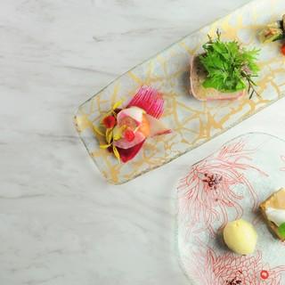 お料理をより美味しく彩る。ギリシャ製ガラス食器