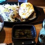 鳥と卵の専門店 鳥玉 - 「たっぷりデミグラスの4種チーズハンバーグ定食」(850円,税別)
