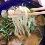 九十九里 麺ドラゴン - 自家製麺は加水率低めの太麺ストレート