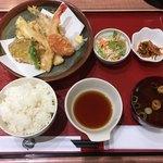 魚屋の台所 下の一色 - 地物天ぷら定食